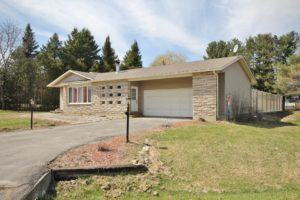 *SOLD* 7111 SHIELDS DR – COUNTRY LIVING MINUTES FROM OTTAWA!