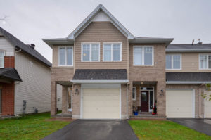 *SOLD* 912 Verbena Cres – Lovely End Unit Townhouse For Sale!